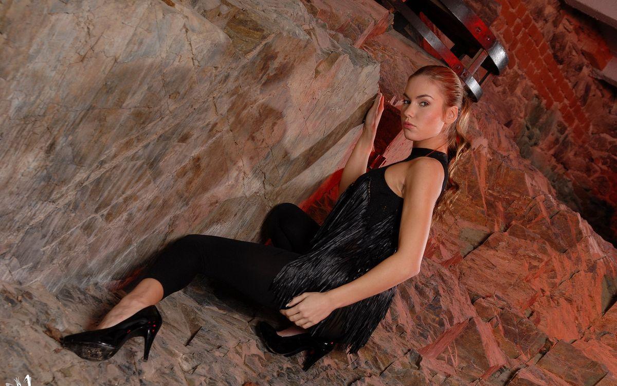 Фото бесплатно русая, глаза, взгляд, губы, пещера, камни, девушки, девушки