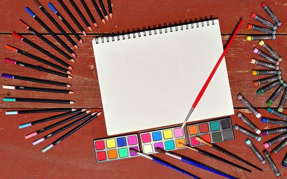 Бесплатные фото карандаши,мелки,цвета,лист,кисточка,краск