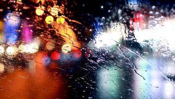 Обои дождь, вода, капли, мокро, стекло, фото, улица, вечер, ночь, огни, разное