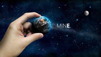 Бесплатные фото космос,планета,земля,рука,mine,луна,пейзажи