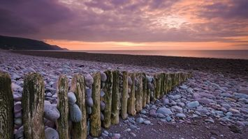 Бесплатные фото пляж,забор. бревна,камни,море,небо,холмы,пейзажи