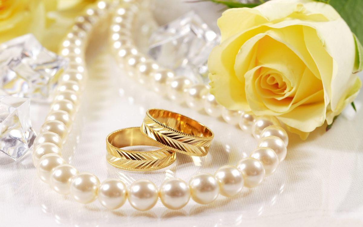 Фото бесплатно кольца, обручальные, ожерелье - на рабочий стол