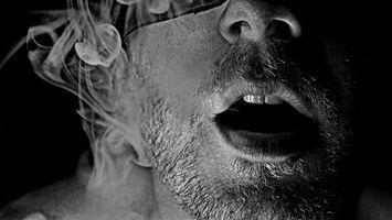 Бесплатные фото лицо,дым,губы,нос,зубы,волосы,выдох
