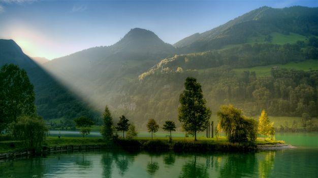 Бесплатные фото лучи,солнца,восход,гора,озеро,полуостров,лето,деревья,зелень,пейзажи,природа