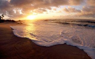 Фото бесплатно море, океан, пена, вода, волны, небо, тучи, облака, песок, берег, природа, пейзажи