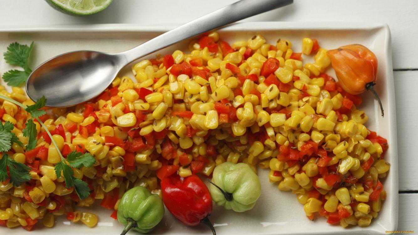 Фото бесплатно перец, кукуруза, тарелка, ложка, зелень, лайм, еда, еда - скачать на рабочий стол