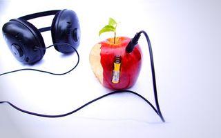 Обои яблоко, листья, батарейка, энергия, провод, наушники, разное