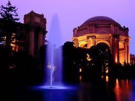 Бесплатные фото здание,фонтан,вода,вечер,деревья,свет,город