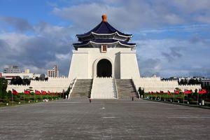 Обои замок, білий, китай, пагода, хмари, меморіал, город, пейзажи