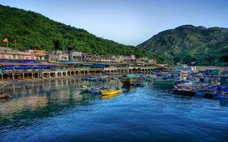Бесплатные фото дома,гора,зелень,лодки,вода,горы,город