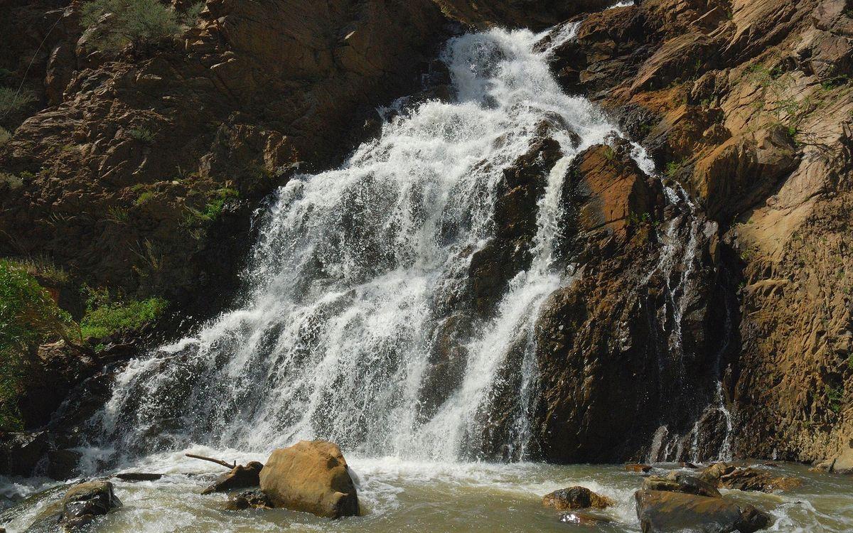 Фото бесплатно гора, река, вода, водопад, камни, деревья, трава, природа, природа - скачать на рабочий стол