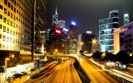 Бесплатные фото город,огни,дома,небоскребы,дорога,фонари,улицы,машины,вечер,город