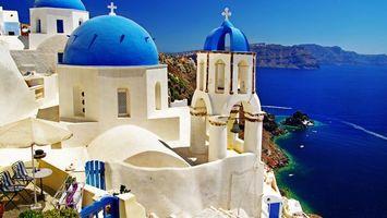 Обои храм, белый, камень, кресты, колокол, море, стиль