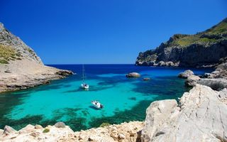 Бесплатные фото небо,голубое,отдых,отпуск,скалы,горы,лодки