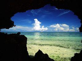 Обои пещера, море, вода, облака, яхта, водоросли, природа