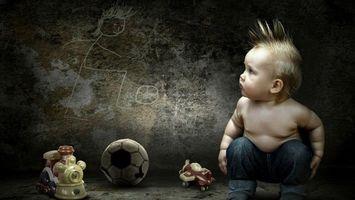 Бесплатные фото ребенок,волосы,игрушки,мяч,взгляд,стена,рисунок