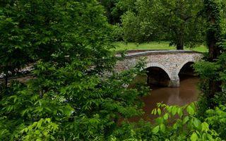 Бесплатные фото река,мост,каменный,деревья,листва,трава,пейзажи