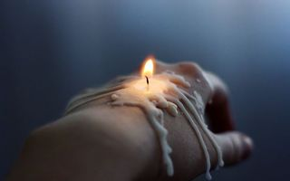 Photo free hand, candle, wax
