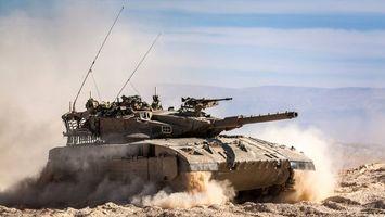 Фото бесплатно танк, гусеницы, пыль, башня, дуло, пулемет, антенны, оружие