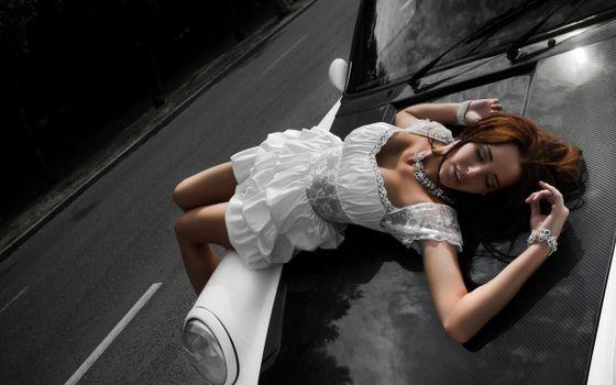Бесплатные фото волосы,рыжие,платье,белое,машина,капот,девушки