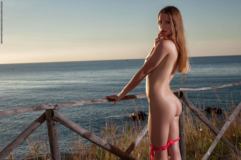 lilya-porno-foto-odinokih-golih-devushek-film-privat