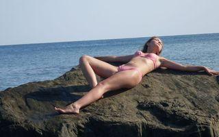 Фото бесплатно девушка, загорает, купальник
