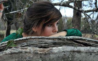 Фото бесплатно девушка, ветви, девушки