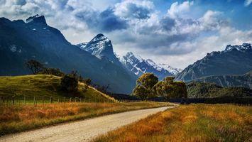 Бесплатные фото небо,горы,снег,деревья,трава,дорога,забор