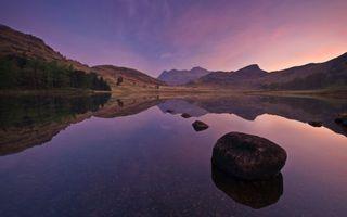 Бесплатные фото озеро,дно,камни,валун,берег,деревья,елки