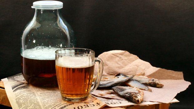 Бесплатные фото пиво,банка,бокал,рыба,таранка,газета,напитки