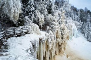 Бесплатные фото winter solstice,upper tahquamenon falls,michigan зима,снег,лес,деревья,река