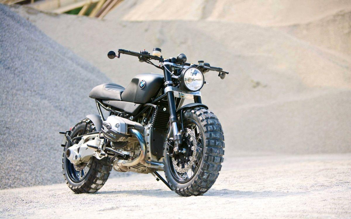 Фото бесплатно bmw-r1200r scrambler, мотоцикл, байк, чёрный цвет, песок, насыпь, мотоциклы, мотоциклы