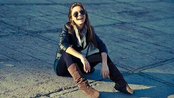Фото бесплатно девушка, настроение, шатенка, длинные, волосы, очки, осенняя, погода, куртка, девушки