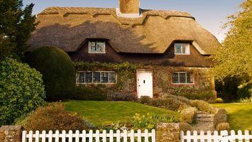 Бесплатные фото дом,старинный,крыша,окна,забор,трава,зеленая