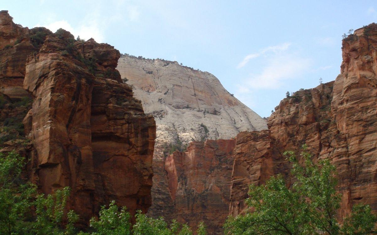 Фото бесплатно горы, скалы, камни, порода, местность, высота, обрыв, деревья, ветки, небо, облака, природа, природа - скачать на рабочий стол