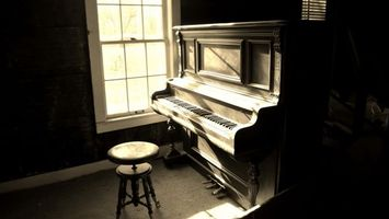 Photo free piano, chair, floor