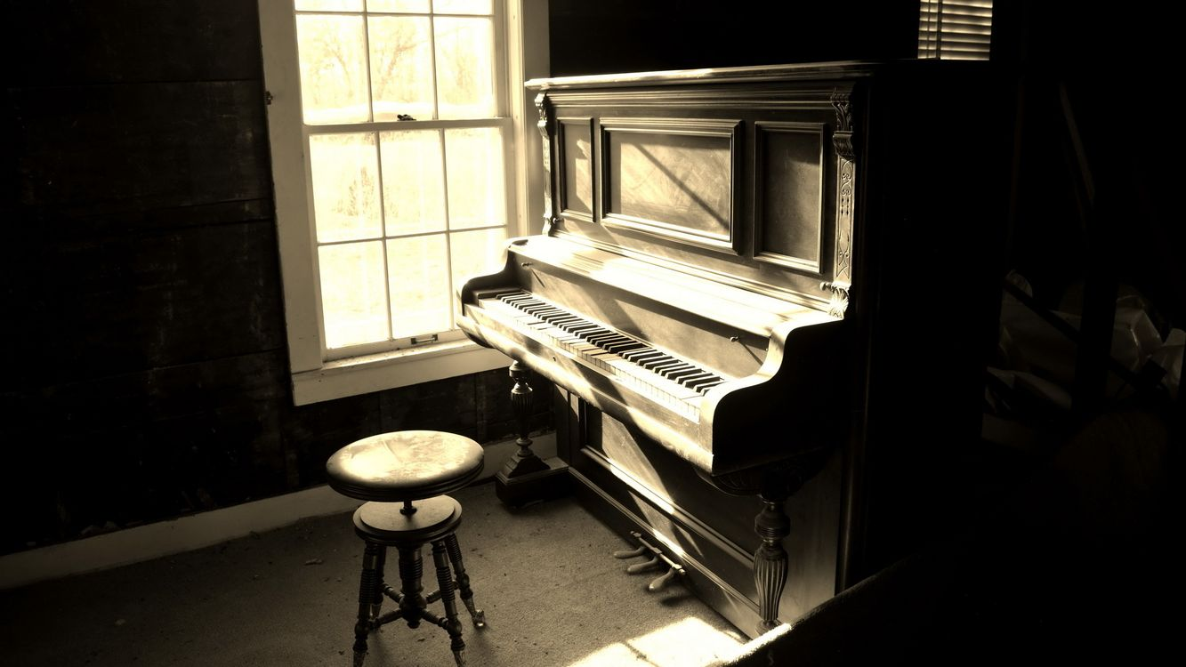 Photos for free piano, chair, floor - to the desktop