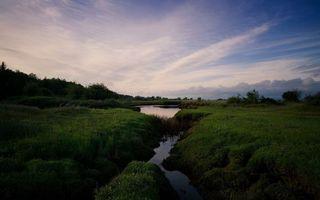 Бесплатные фото вечер,река,берег,трава,деревья,небо,облака