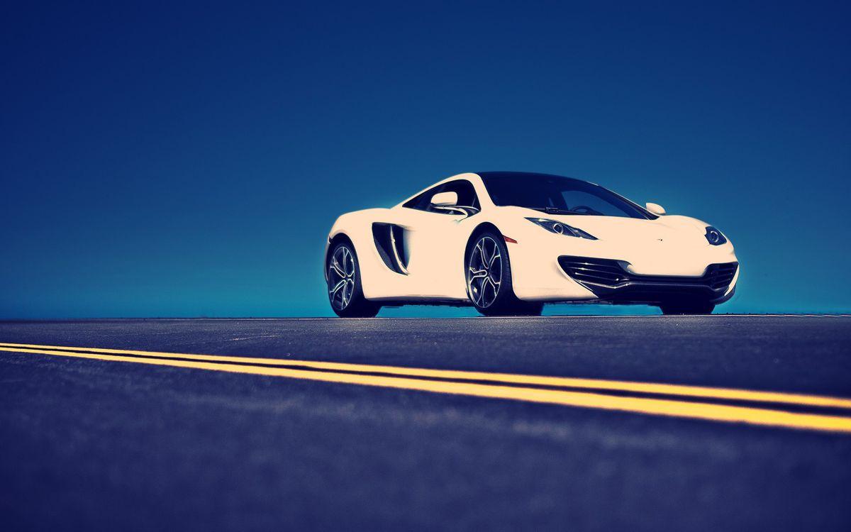 Фото бесплатно автомобиль, колеса, шины, диски, багажник, белый, фары, стекло, дверки, дорога, асфальт, разметка, машины, машины