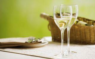 Бесплатные фото бокалы,фужеры,шампанское,вино,белое,игристое,стол