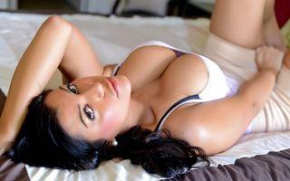 Бесплатные фото briana lee,shirt,big tits,perfect,beautyful,эротика