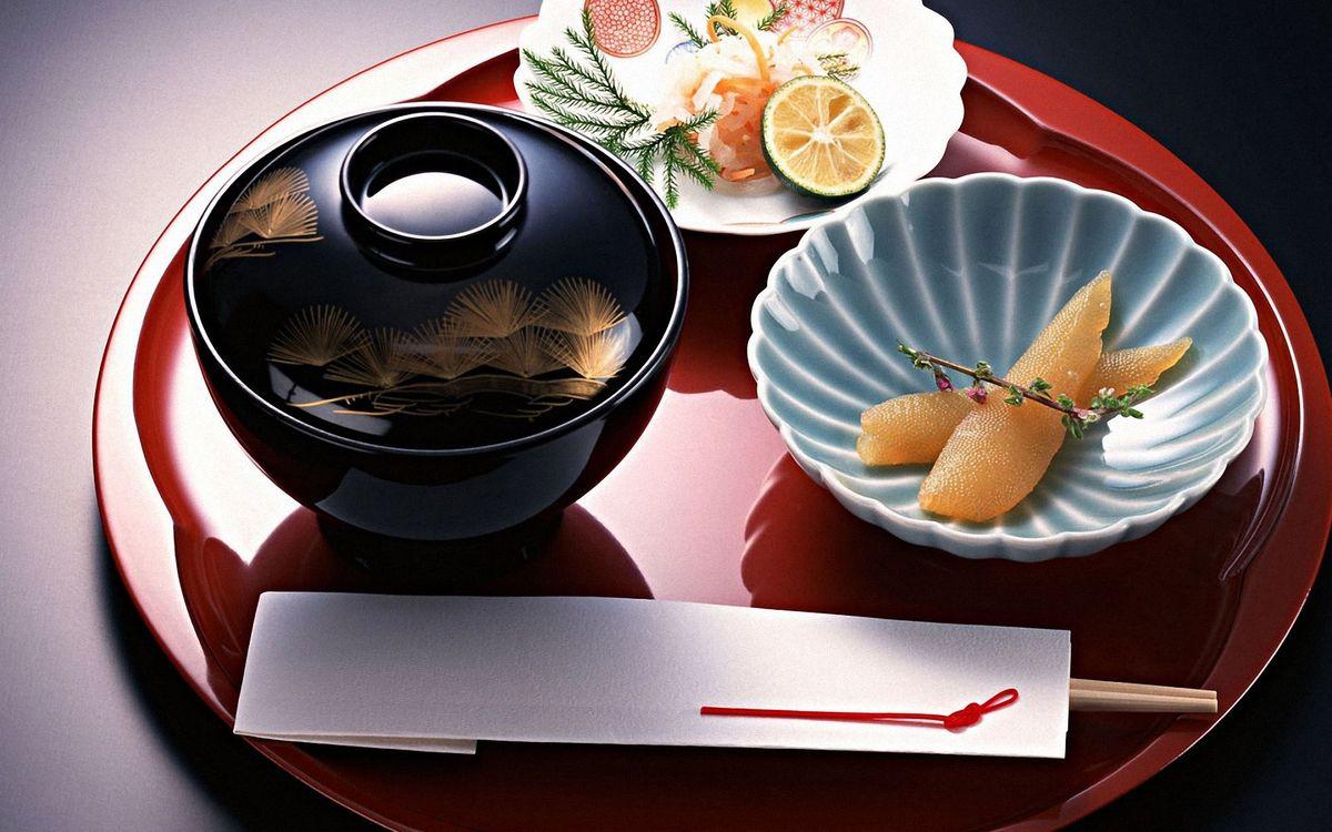 Фото бесплатно икра, лайм, тарелки, палочки, ветка, трава, соус, поднос, еда, еда