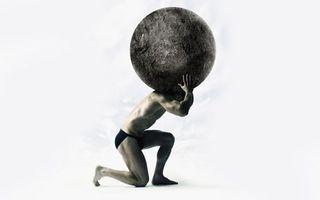 Бесплатные фото камень,сидит,держит,тяжелый,руки,спина,мужчины