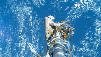 Фото бесплатно космонавт, воздух, небо, вода, ремонт, корабль, космос
