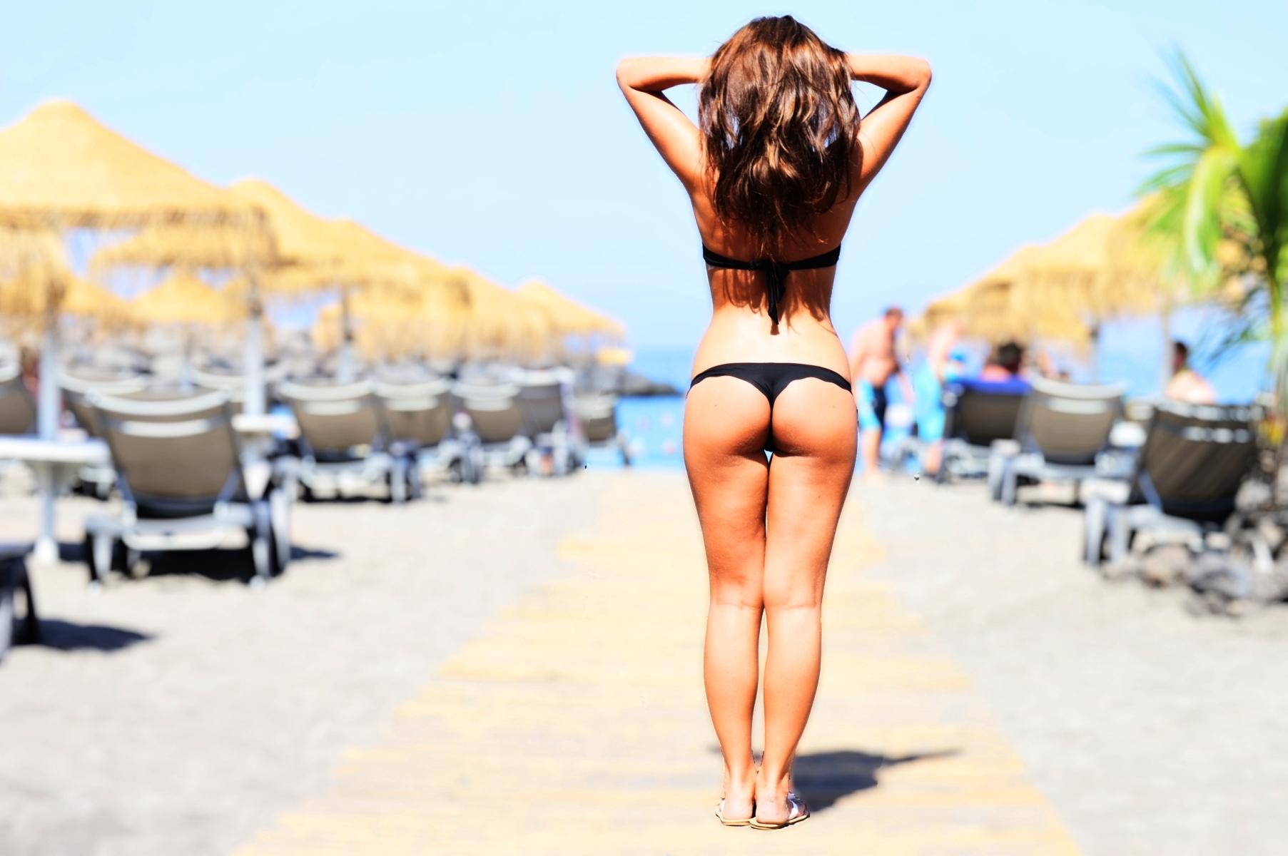 Фото девушек сзади с пляжа