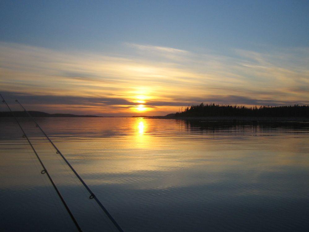 Фото бесплатно море, озеро, вода, горизонт, солнце, закат, лучи, лето, берег, набережная, природа, пейзажи, пейзажи