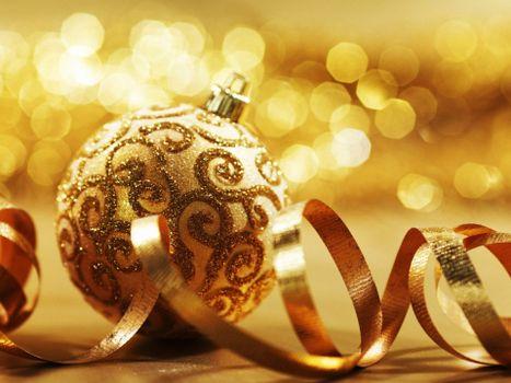 Бесплатные фото шарик,новогодний,ленточки,блики,свет,блестки,новый год,настроения,праздники