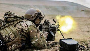 Фото бесплатно солдат, пулемет, огонь