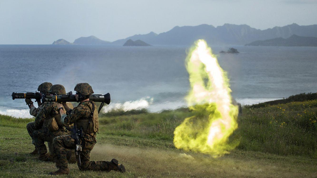 Фото бесплатно солдаты, ракеты, трава - на рабочий стол