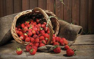 Бесплатные фото ягода,клубника,красная,хвостики,зеленые,корзина,мешок